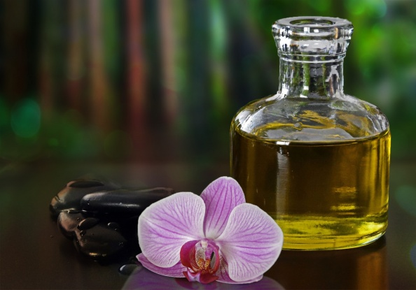 hot-stones-massage-orchid-and-oil